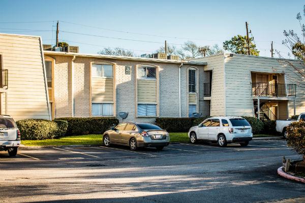 Pines At Humble Apartments