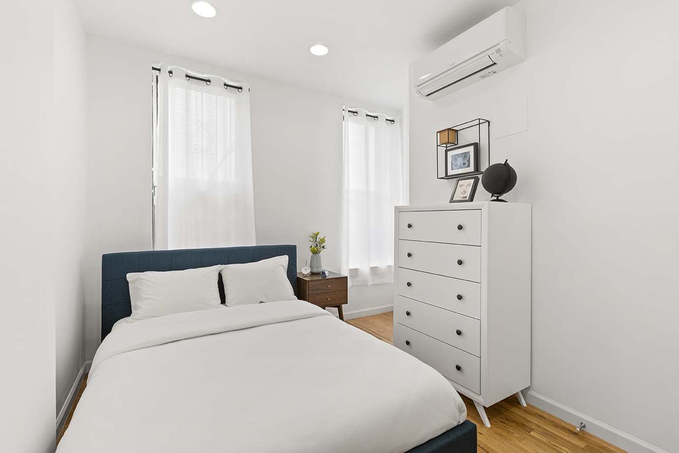 Private Furnished Bedroom In Shared Apartment. Comfortable 4 Bed 2 Bath, Flexible Lease