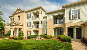 Colonial Grand At Mallard Creek Apartment for rent in Charlotte, NC