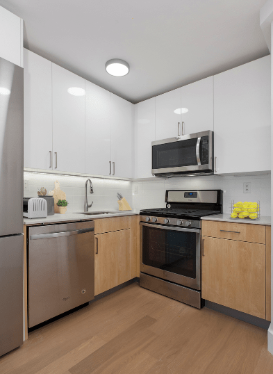 3 Bedrooms 2 Bathrooms Apartment for rent at Savoy Park in Manhattan, NY