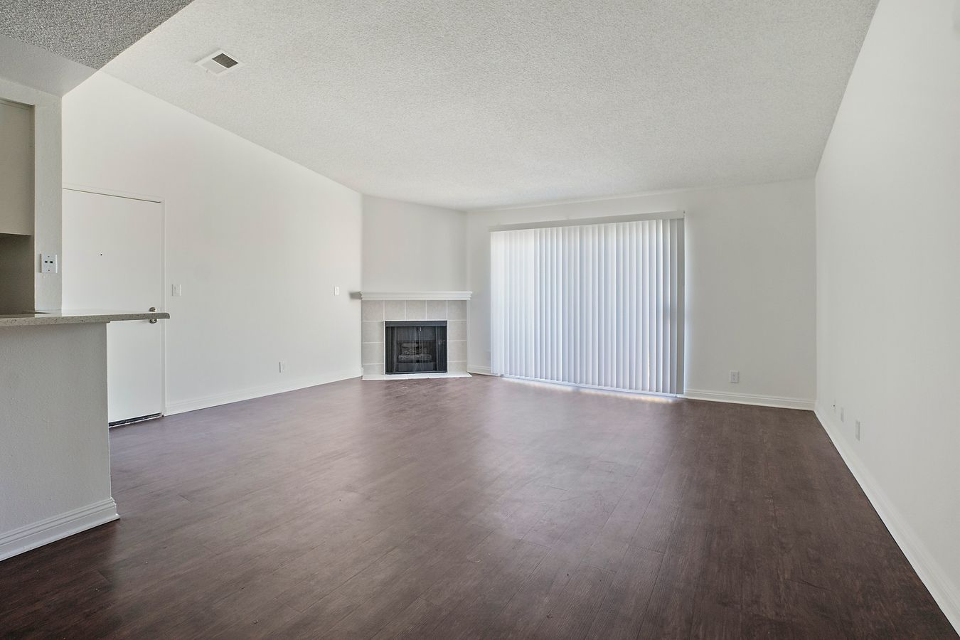 1 Bedroom 1 Bathroom Apartment for rent at The Woodside Apartments in Northridge, CA