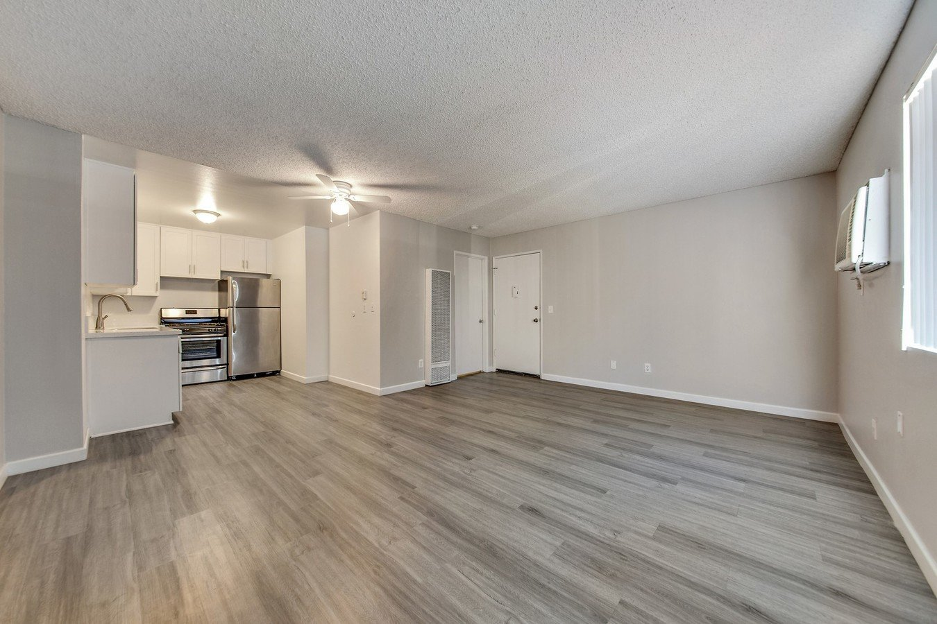 Studio 1 Bathroom Apartment for rent at Country Club Apartments in Van Nuys, CA