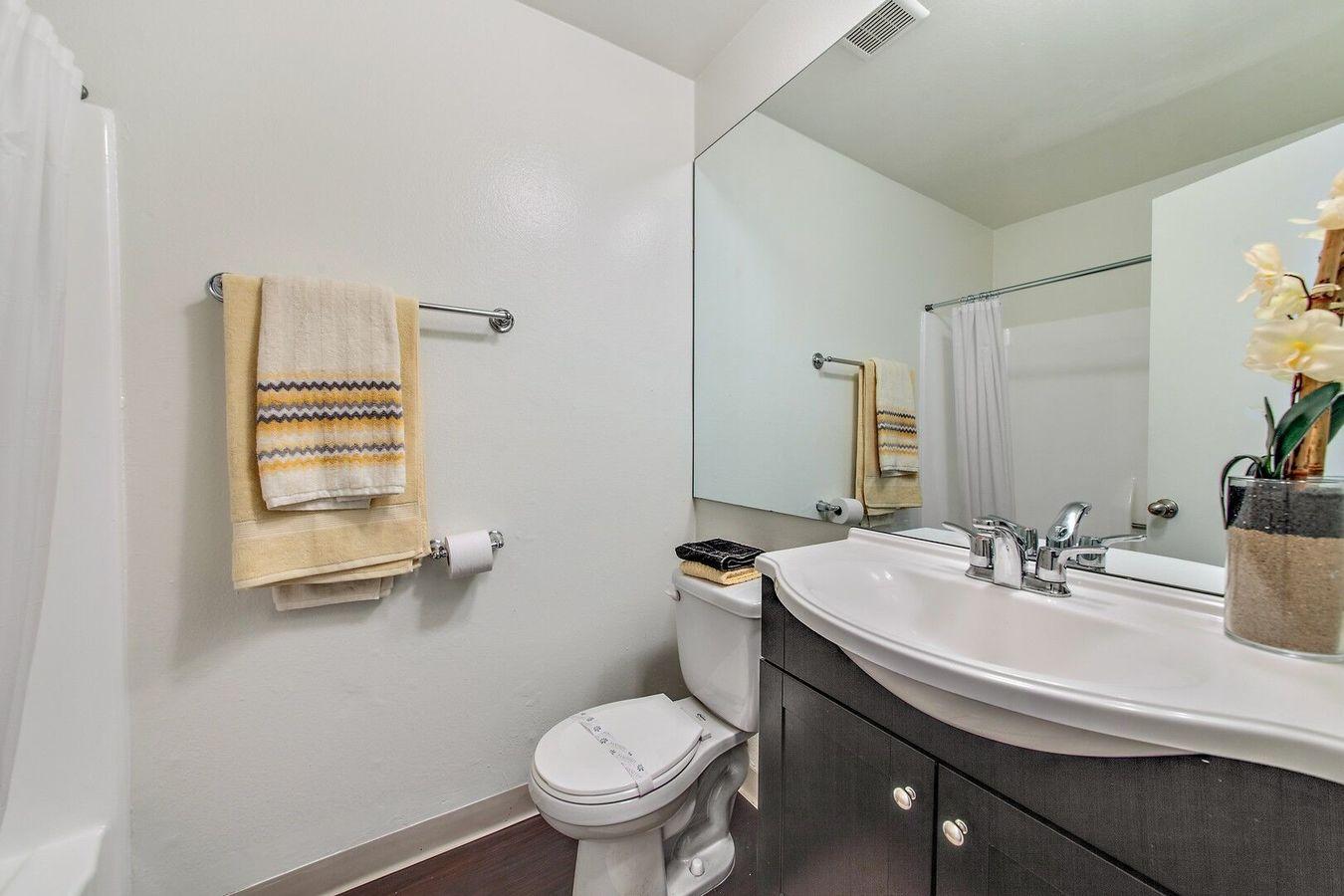 Studio 1 Bathroom Apartment for rent at Villa La Paloma in Reseda, CA