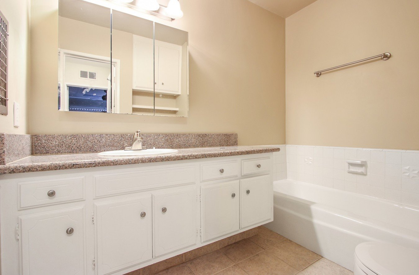 Studio 1 Bathroom Apartment for rent at Sherholt in Los Angeles, CA