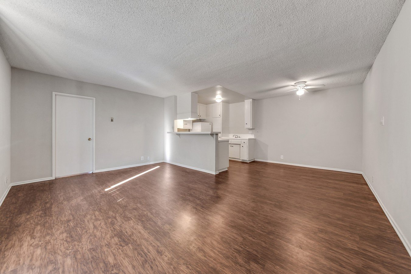 1 Bedroom 1 Bathroom Apartment for rent at Country Club Apartments in Van Nuys, CA