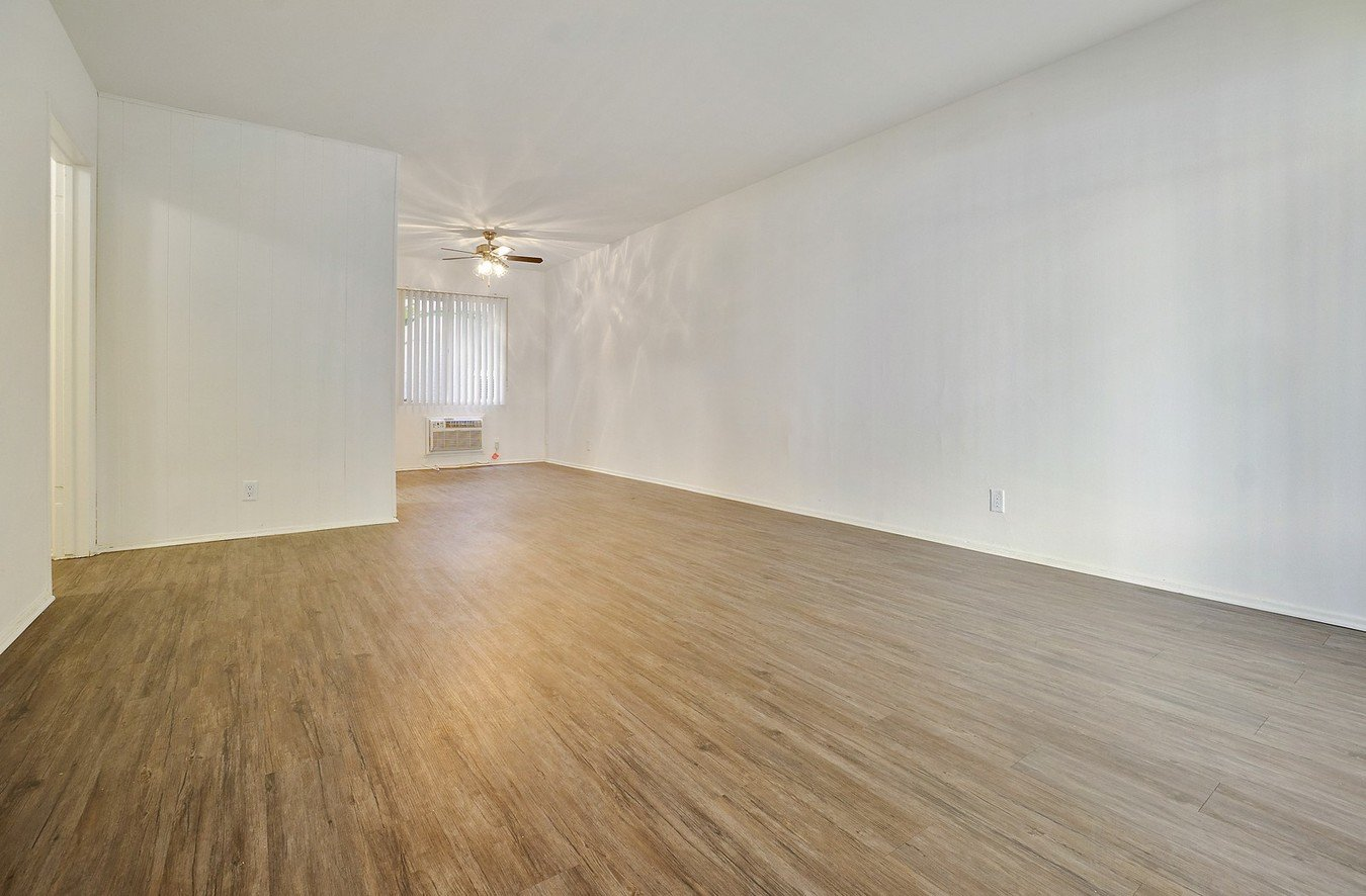 2 Bedrooms 1 Bathroom Apartment for rent at 4431-4435 Fulton in Sherman Oaks, CA