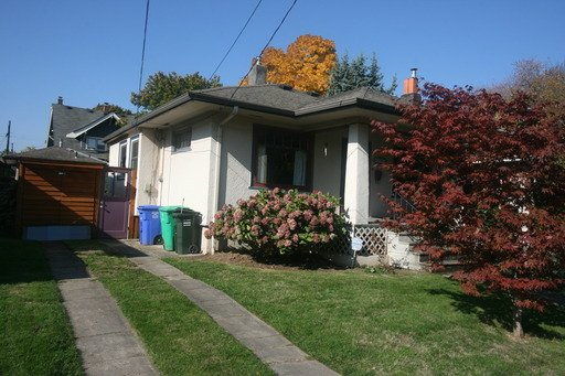 3 Bedrooms 2 Bathrooms Apartment for rent at 6705 Se 20th Ave in Portland, OR