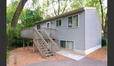 Similar Apartment at Dtn Houses - Msu West