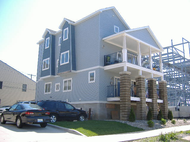 4 Bedrooms 3 Bathrooms Apartment for rent at 31 E John in Champaign, IL