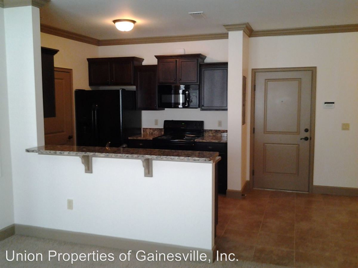 2 Bedrooms 2 Bathrooms Apartment for rent at Woodbury Row in Gainesville, FL