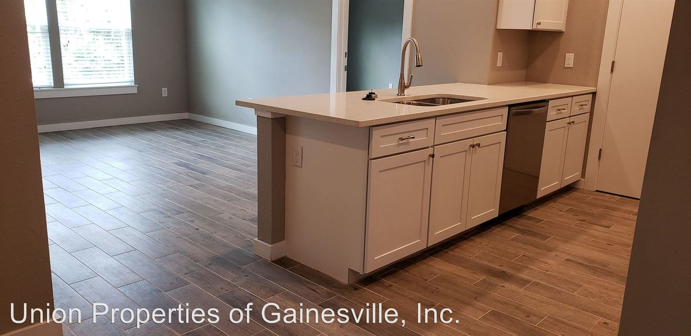 2 Bedrooms 2 Bathrooms Apartment for rent at 1011 Sw 5th Avenue in Gainesville, FL