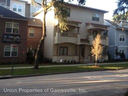 4 Bedrooms 3 Bathrooms Apartment for rent at Woodbury Row in Gainesville, FL