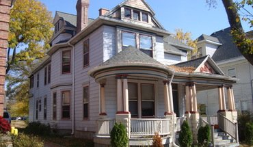Similar Apartment at 315 N Pinckney
