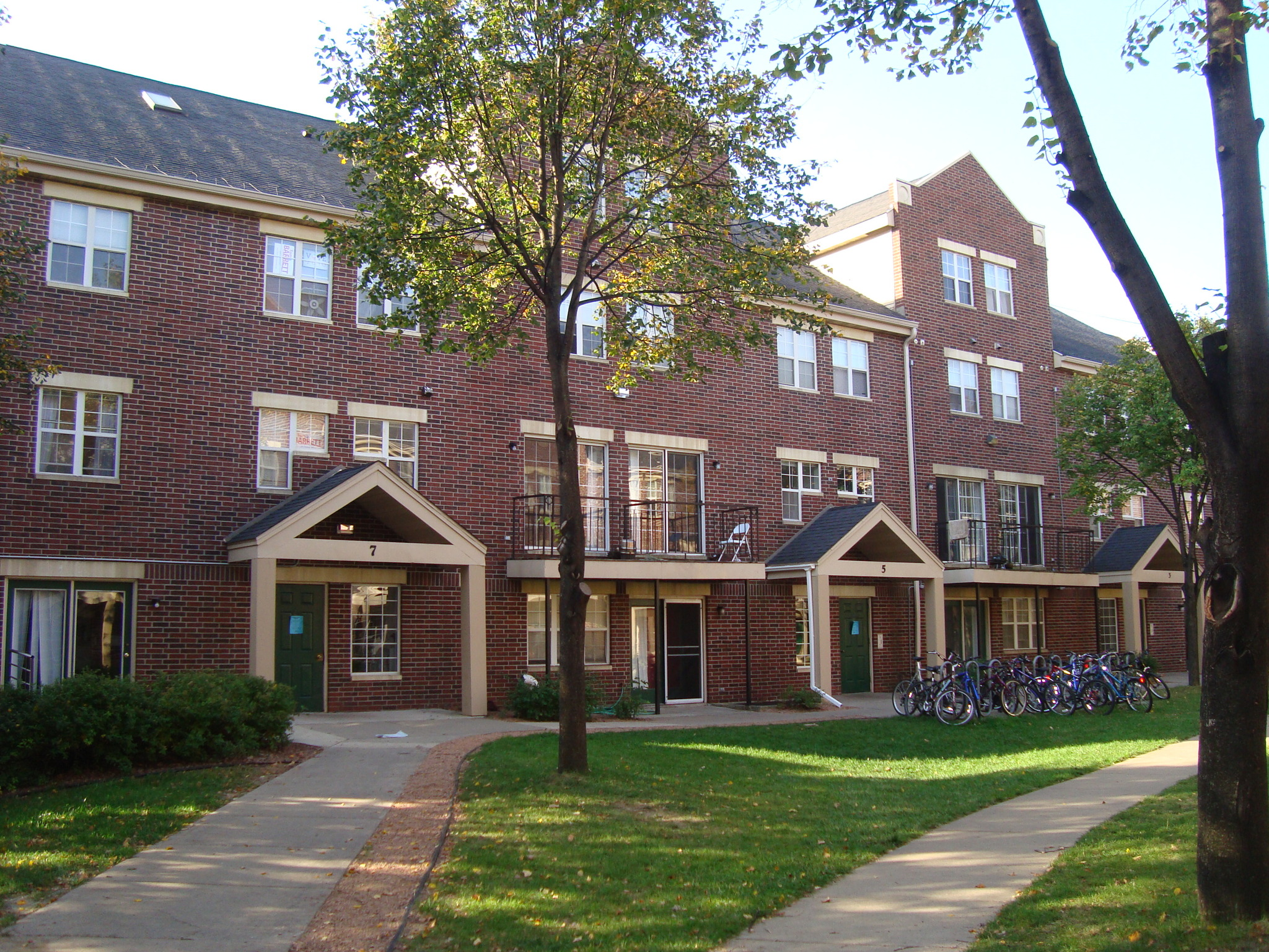 Apartments Near University of Wisconsin Randall Station for University of Wisconsin Students in Madison, WI