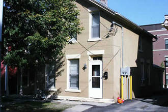 2 Bedrooms 1 Bathroom Apartment for rent at 17/19 N Franklin St in Madison, WI