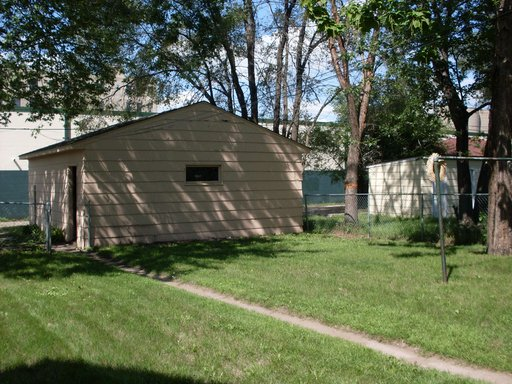3 Bedrooms 1 Bathroom Apartment for rent at 2208 - 2nd Street Ne in Minneapolis, MN
