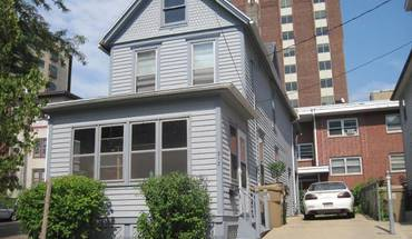Similar Apartment at 313 S Henry St