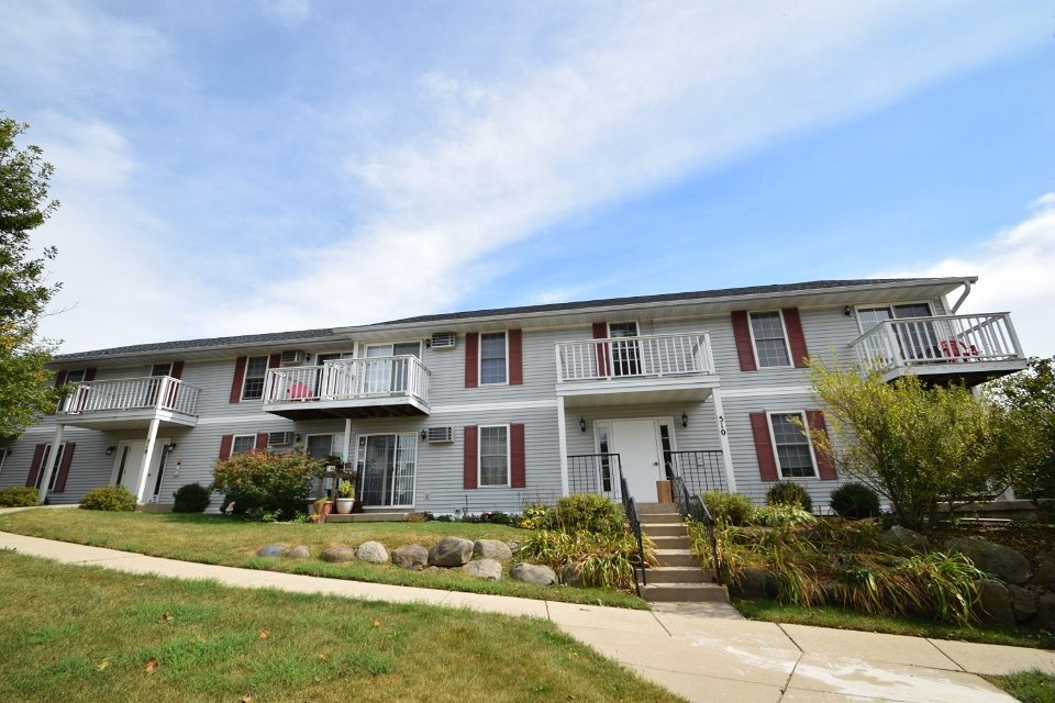 2 Bedrooms 1 Bathroom Apartment for rent at 510-526 Meadow View Rd in Mount Horeb, WI
