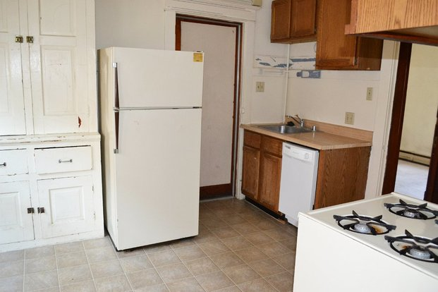 4 Bedrooms 1 Bathroom Apartment for rent at 10 S Orchard St in Madison, WI