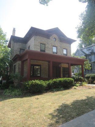 2 Bedrooms 2 Bathrooms Apartment for rent at 133 E Gilman St in Madison, WI