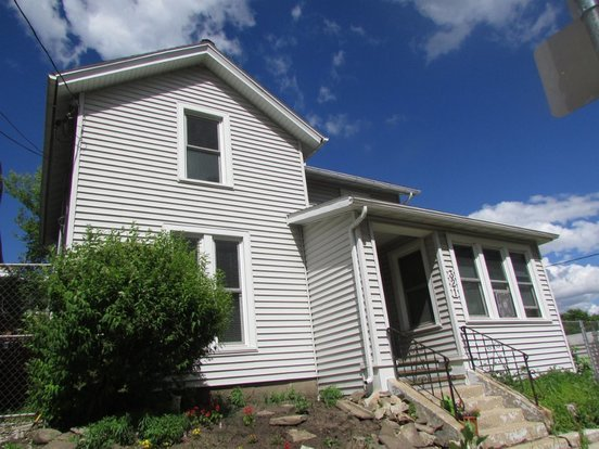Studio 1 Bathroom House for rent at 321 S Henry St in Madison, WI