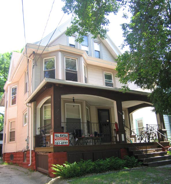 2 Bedrooms 1 Bathroom Apartment for rent at 1037 Jenifer St in Madison, WI