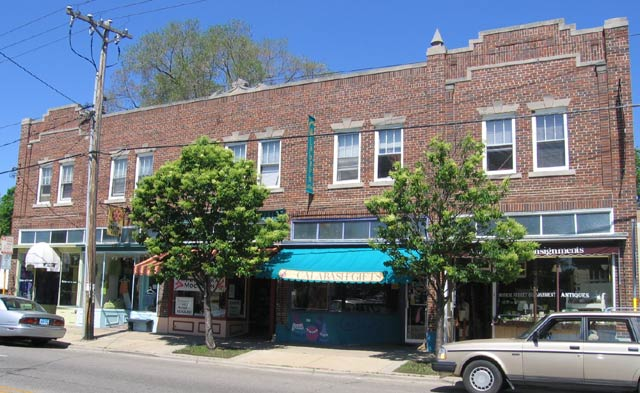 2 Bedrooms 1 Bathroom Apartment for rent at 2610 Monroe St in Madison, WI