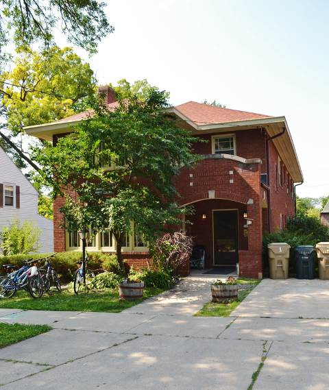 3 Bedrooms 1 Bathroom Apartment for rent at 2020 Kendall Ave in Madison, WI