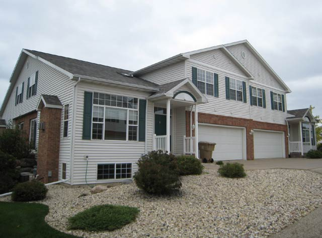 3 Bedrooms 2 Bathrooms House for rent at 6734 Pima Dr in Madison, WI