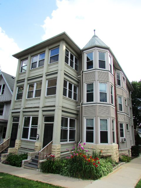 2 Bedrooms 1 Bathroom House for rent at 202 S Henry St in Madison, WI