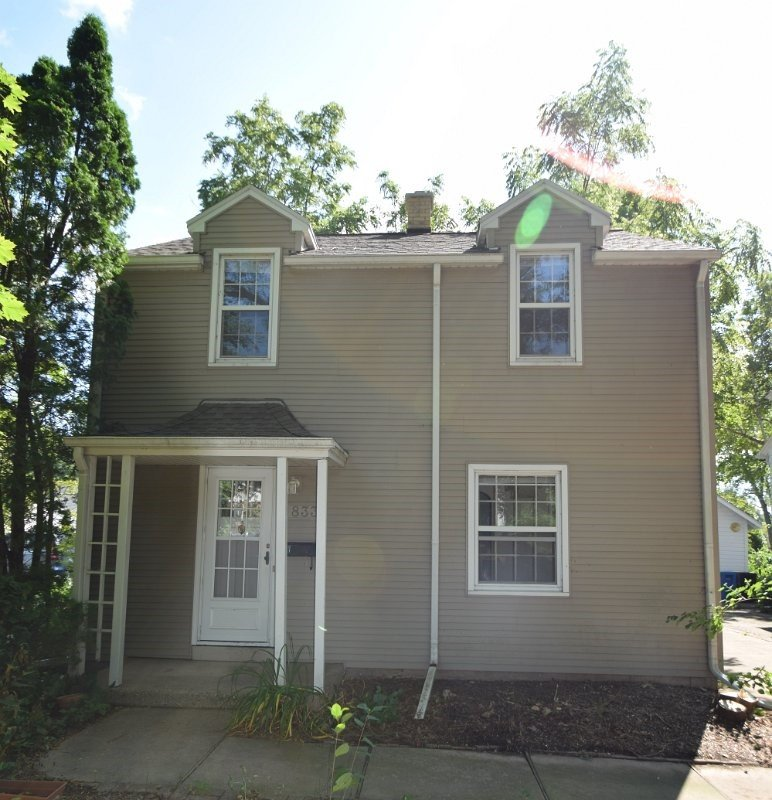 2 Bedrooms 1 Bathroom House for rent at 833 Maple Terrace in Madison, WI