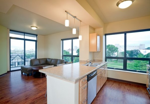 3 Bedrooms 2 Bathrooms Apartment for rent at Vantage Point in Madison, WI