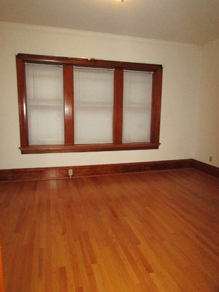 2 Bedrooms 1 Bathroom Apartment for rent at 220 State St in Madison, WI
