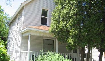 Similar Apartment at 622 S Mills St