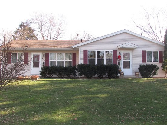 2 Bedrooms 1 Bathroom House for rent at 733 Topaz Lane in Madison, WI