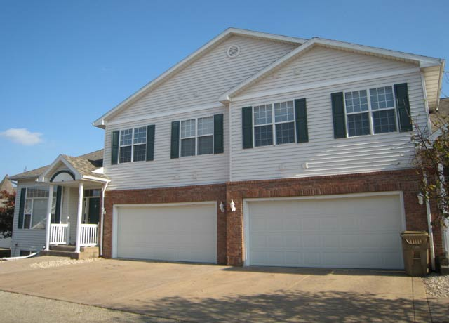 3 Bedrooms 2 Bathrooms Apartment for rent at 6714 Pima Dr in Madison, WI