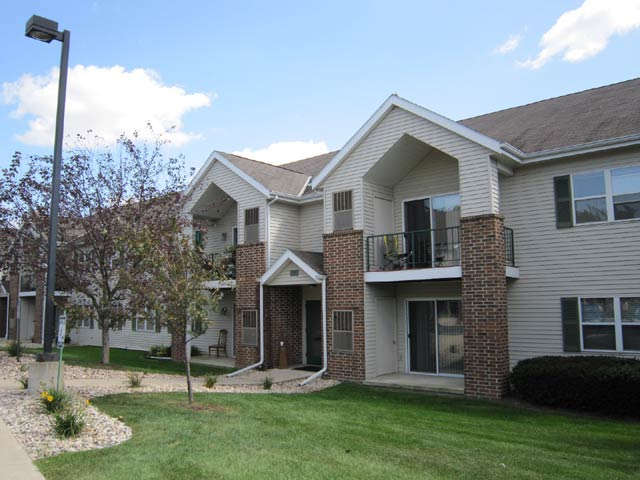 2 Bedrooms 1 Bathroom Apartment for rent at Quarry Ridge Apartments in Fitchburg, WI
