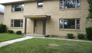 Similar Apartment at 1006 W Badger Rd