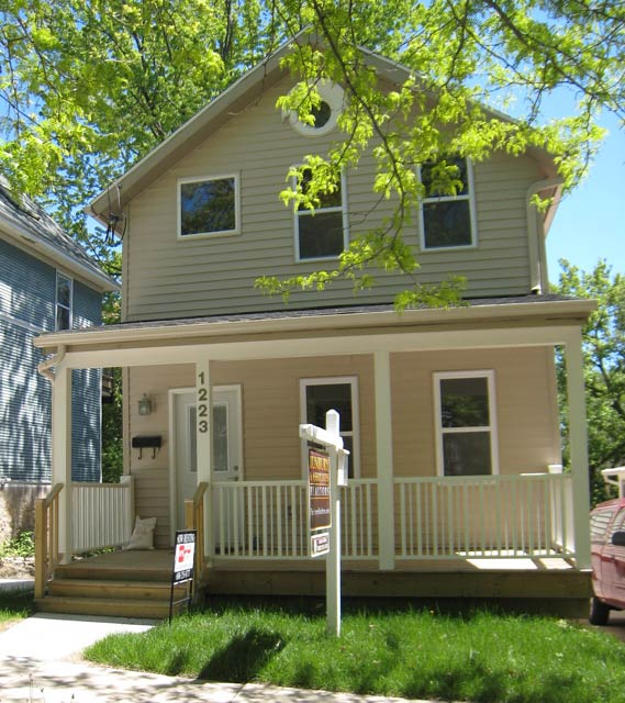 3 Bedrooms 1 Bathroom House for rent at 1223 E Dayton St in Madison, WI