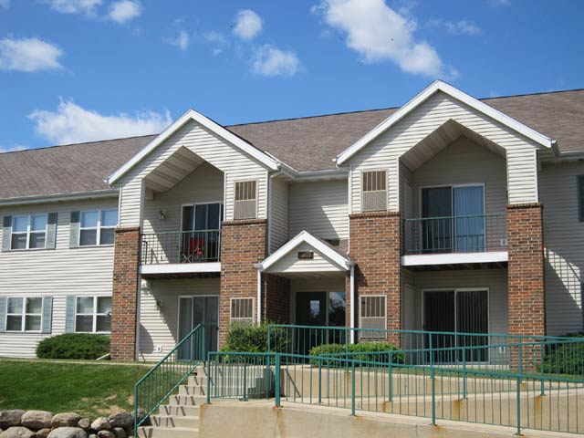 2 Bedrooms 2 Bathrooms Apartment for rent at Quarry Ridge Apartments in Fitchburg, WI