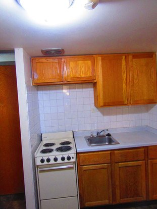 2 Bedrooms 1 Bathroom Apartment for rent at 1309 Spring St in Madison, WI