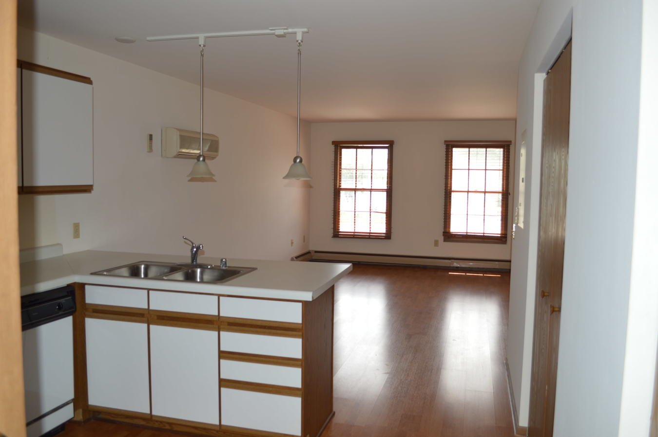 2 Bedrooms 2 Bathrooms Apartment for rent at 404 E Wilson St in Madison, WI