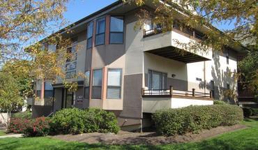 Similar Apartment at 2902 Bellevue