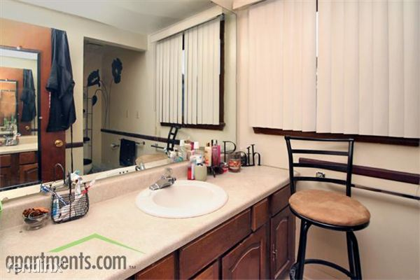 2 Bedrooms 1 Bathroom Apartment for rent at Clairemont Village in Saginaw, MI
