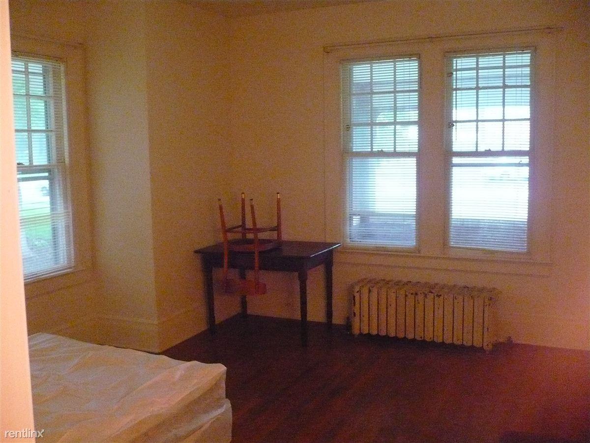 Studio 1 Bathroom Apartment for rent at 732 S Forest Ave in Ann Arbor, MI