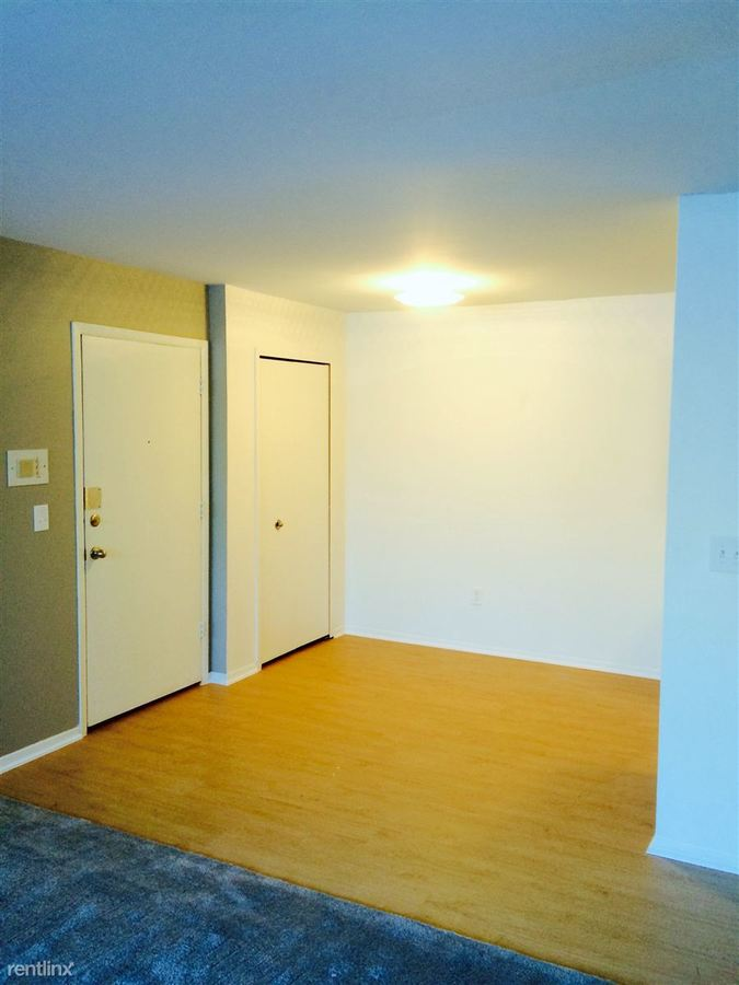 2 Bedrooms 1 Bathroom Apartment for rent at Lafayette Court Apartments in Royal Oak, MI