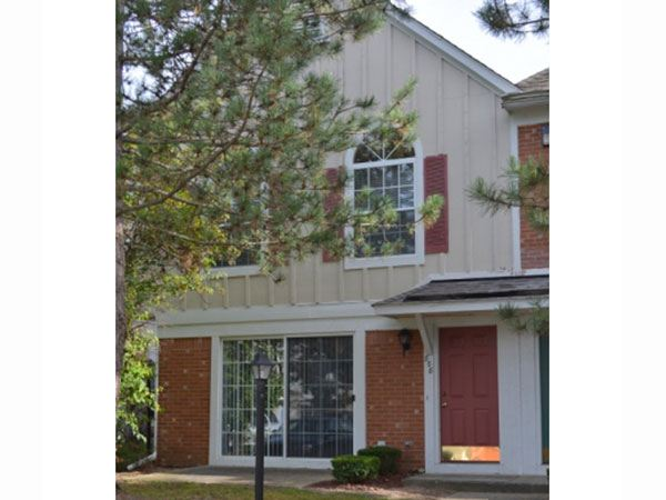 3 Bedrooms 2 Bathrooms Apartment for rent at Westbury Village Townhouses in Auburn Hills, MI