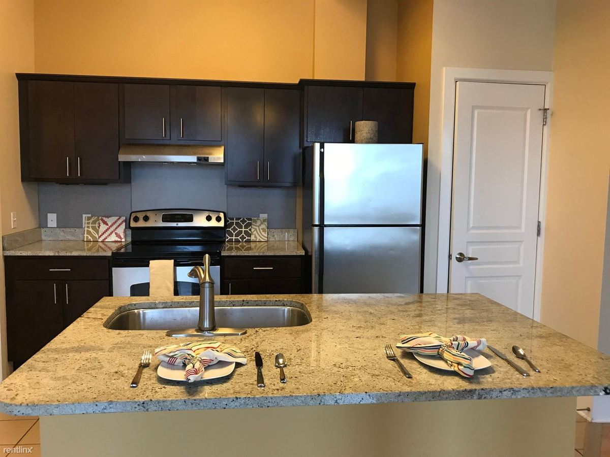 2 Bedrooms 1 Bathroom Apartment for rent at Division Park Avenue Apartments in Grand Rapids, MI