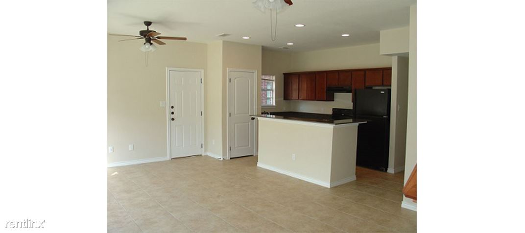 3 Bedrooms 3 Bathrooms House for rent at Richmond Ridge Townhomes in Bryan, TX