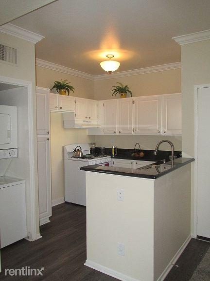 3 Bedrooms 2 Bathrooms Apartment for rent at Brighton Vista Apartments in Burbank, CA